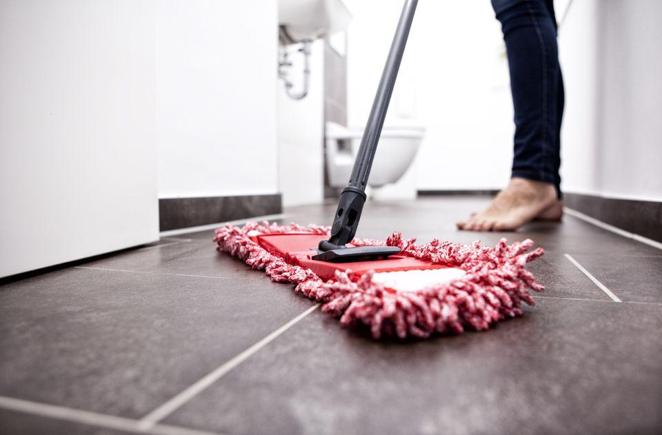 Cleaning laminate floor