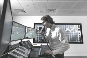 investor analyzing stocks - EMH