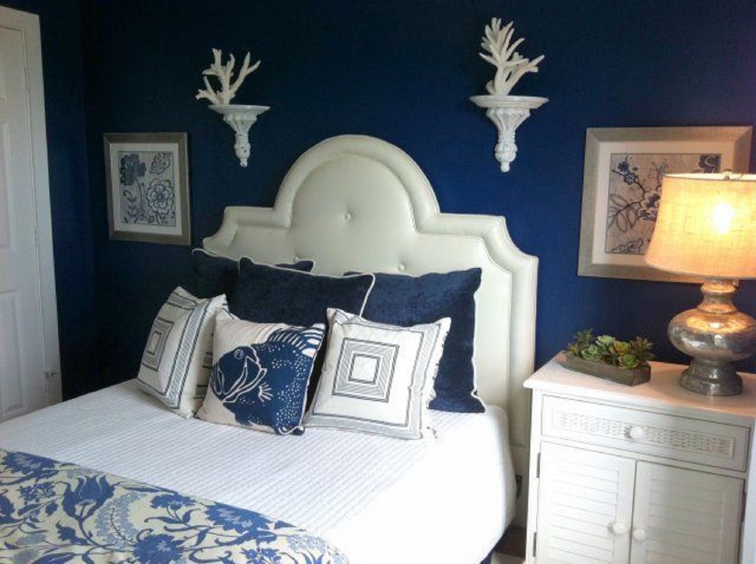 Blue And White Bedroom blue bedroom decorating tips and photos
