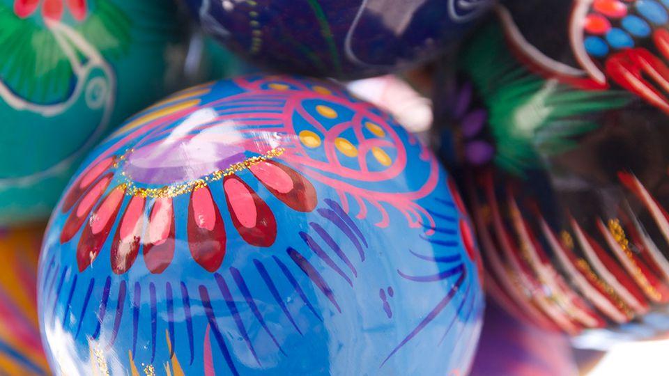 How to make ceramic Christmas baubles