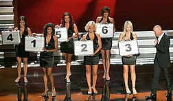 Deal or No Deal Photo Howie Mandel and Briefcase Models