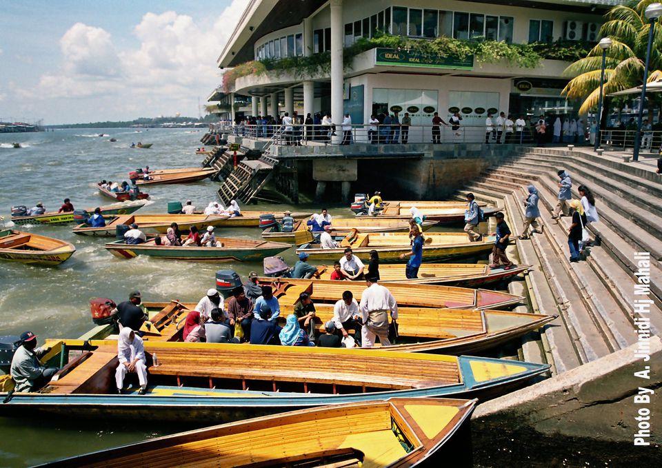 Water taxis at Yayasan Jetty, Bandar Seri Begawan