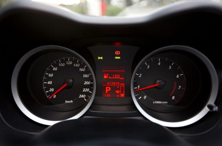 Speedometer with fuel gauge