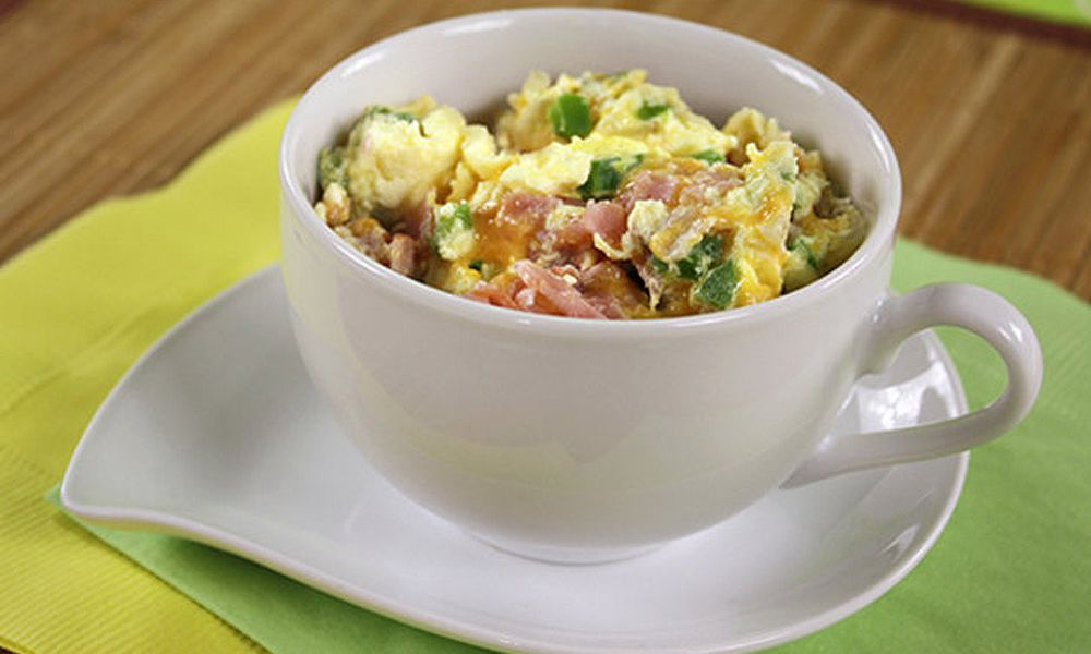 Healthy Breakfasts Made in a Mug: Denver Omelette in a Mug