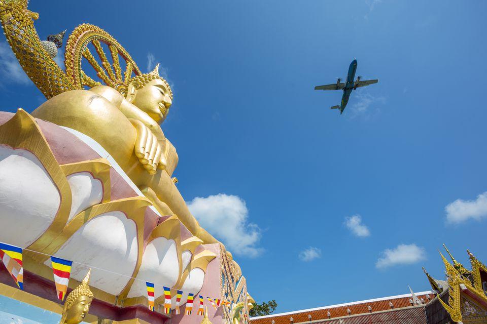Thailand, Koh Samui, Plane flying over Wat Phra Yai Ko Pan temple