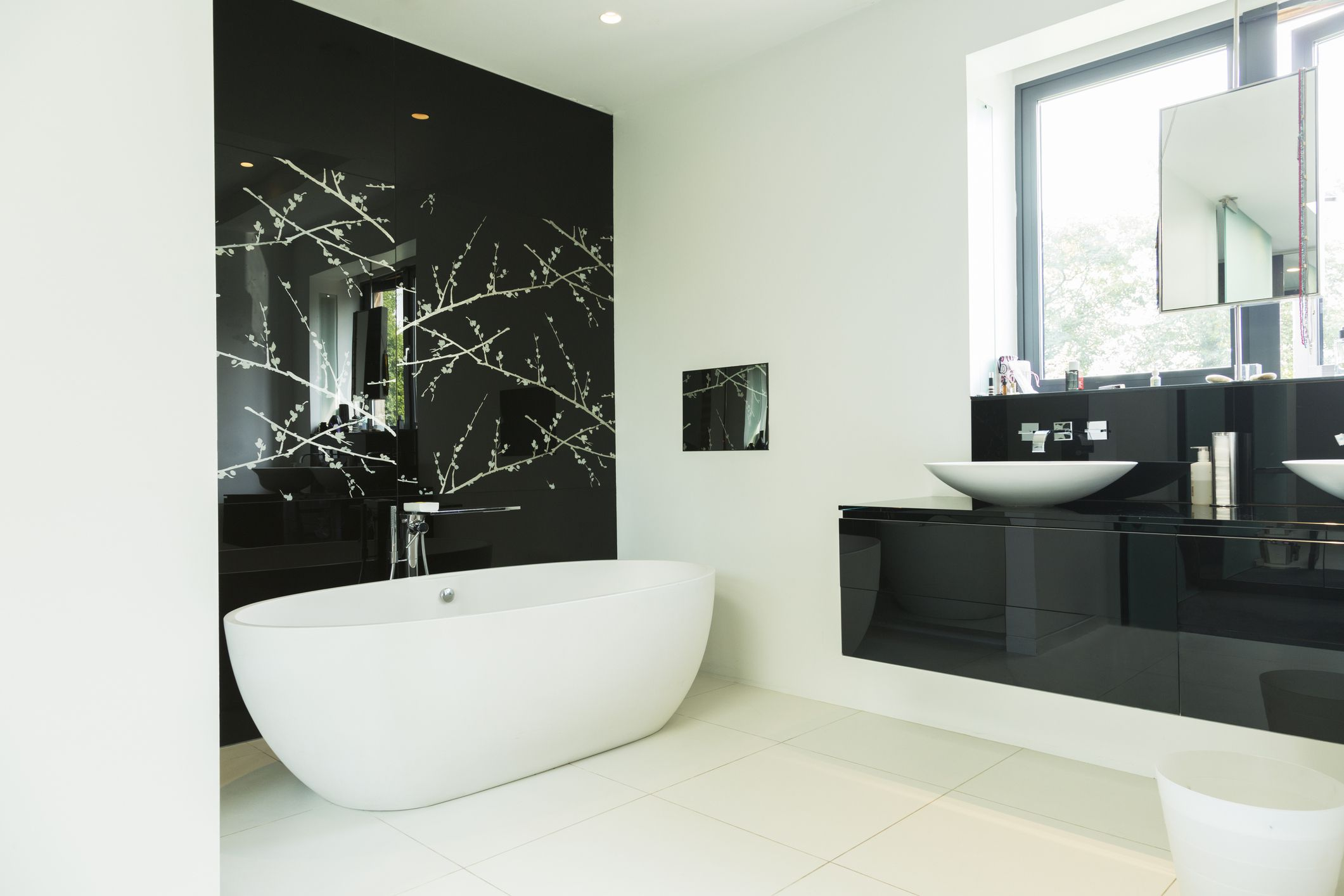 17 beautiful black bathrooms for Shared bathroom ideas