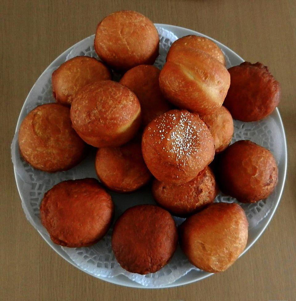 Magwinya/Doughnuts on Table
