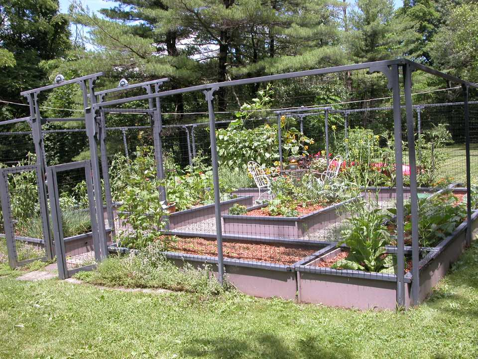 Creating seating areas in the garden for Creating a vegetable garden