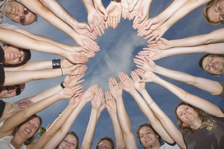 gi-reiki-circle-hands.jpg