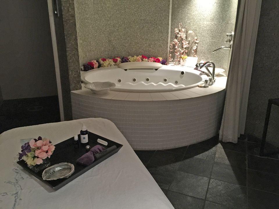 Kohler Waters Spa bath