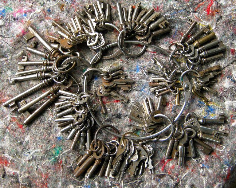 Big bunch of keys for Spanish grammar lesson