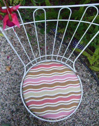 How To Reupholster A Patio Chair Cushion Diy