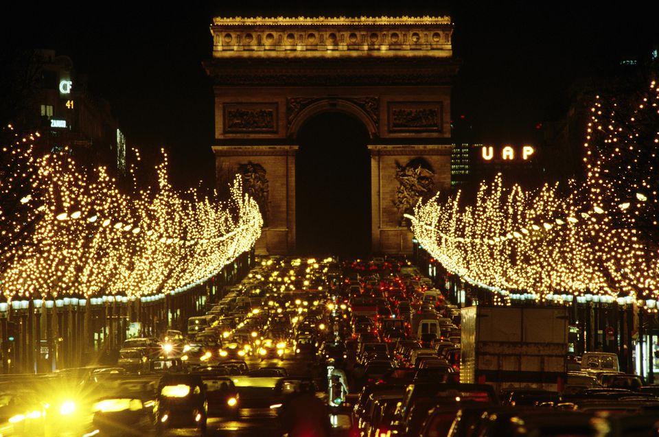 Arc de Triomphe and traffic in Paris
