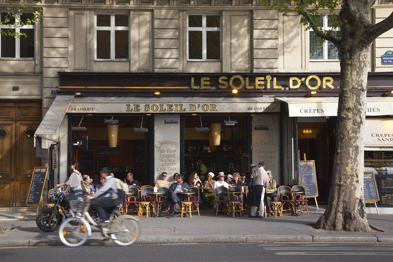 France, Paris, Bistro on Ile de la Cite