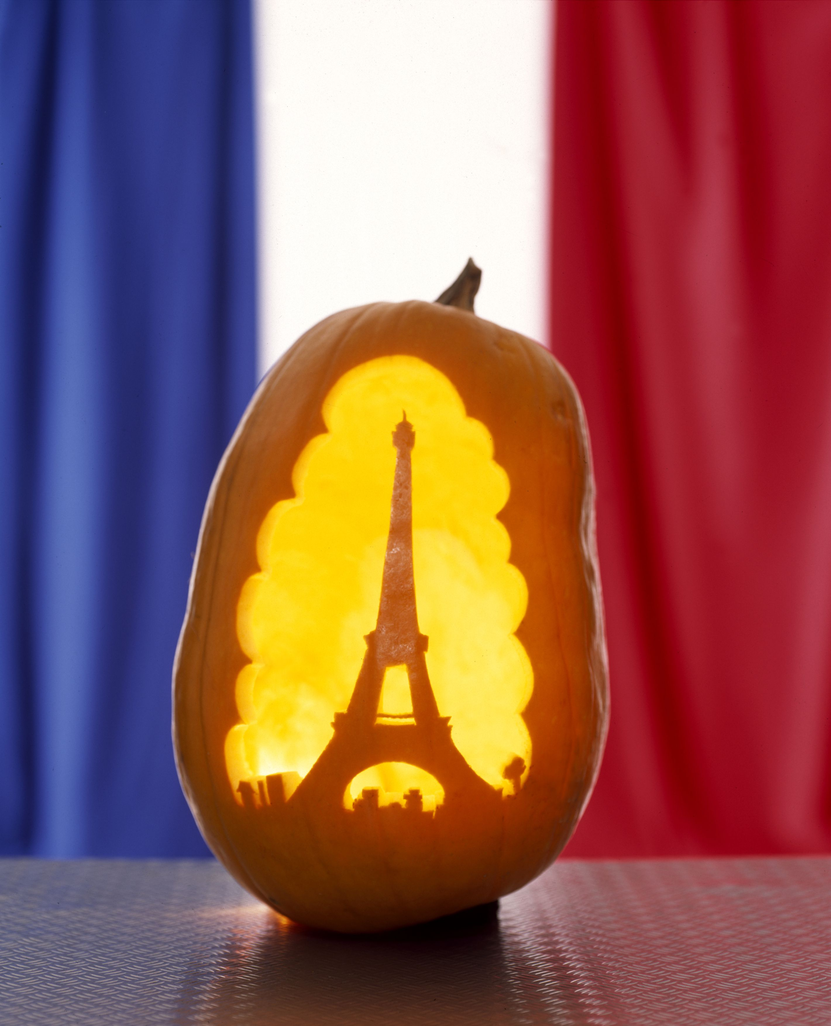 How to celebrate halloween in france for Why do we celebrate halloween in america