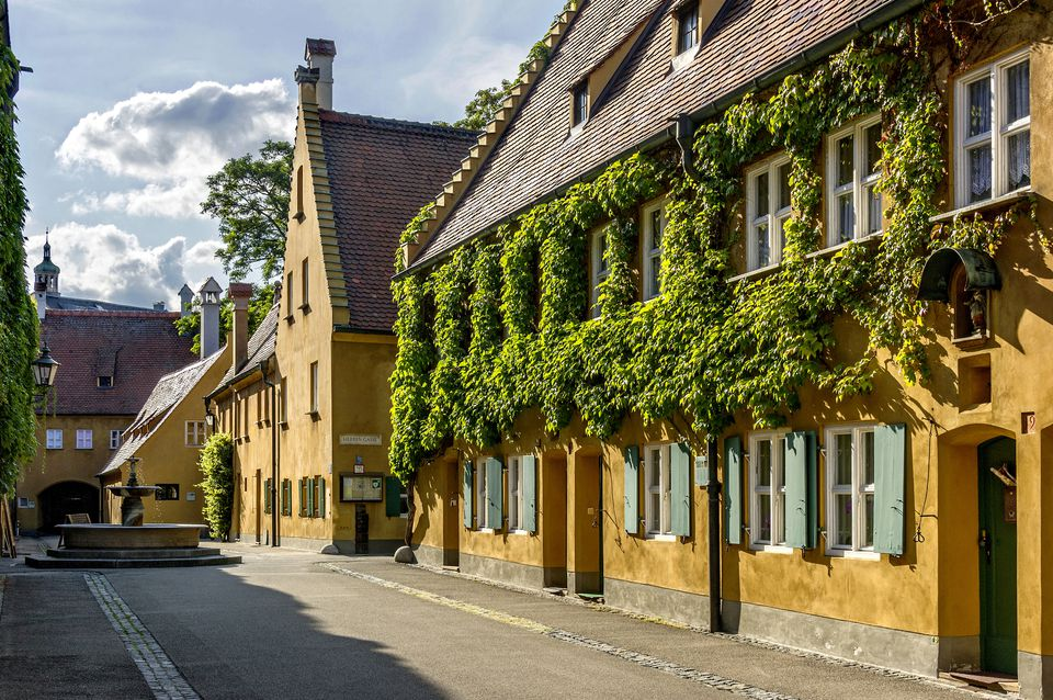 fuggerei germany the world 39 s oldest social housing complex. Black Bedroom Furniture Sets. Home Design Ideas