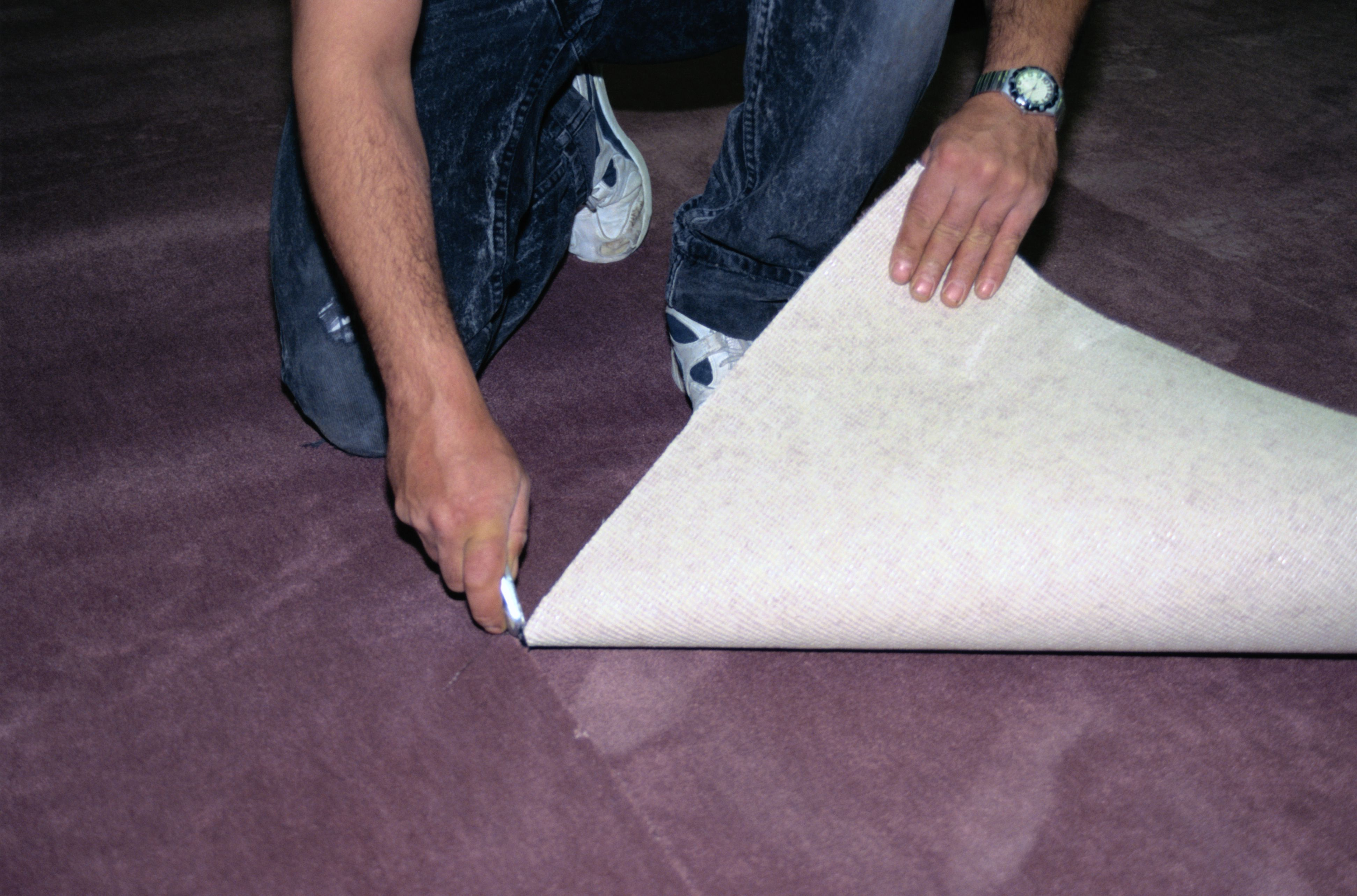what causes carpet to buckle or ripple