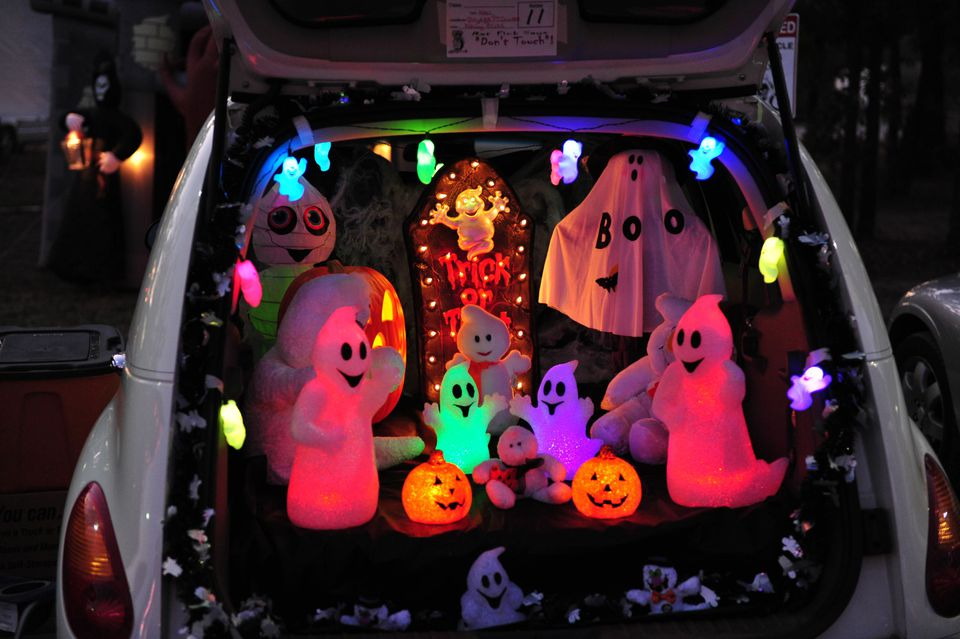 A picture of a trunk decorated for Halloween