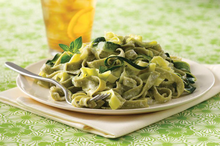 Super-Sized Spinach Fettuccine Alfredo
