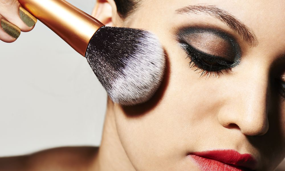 woman applying gluten-free makeup