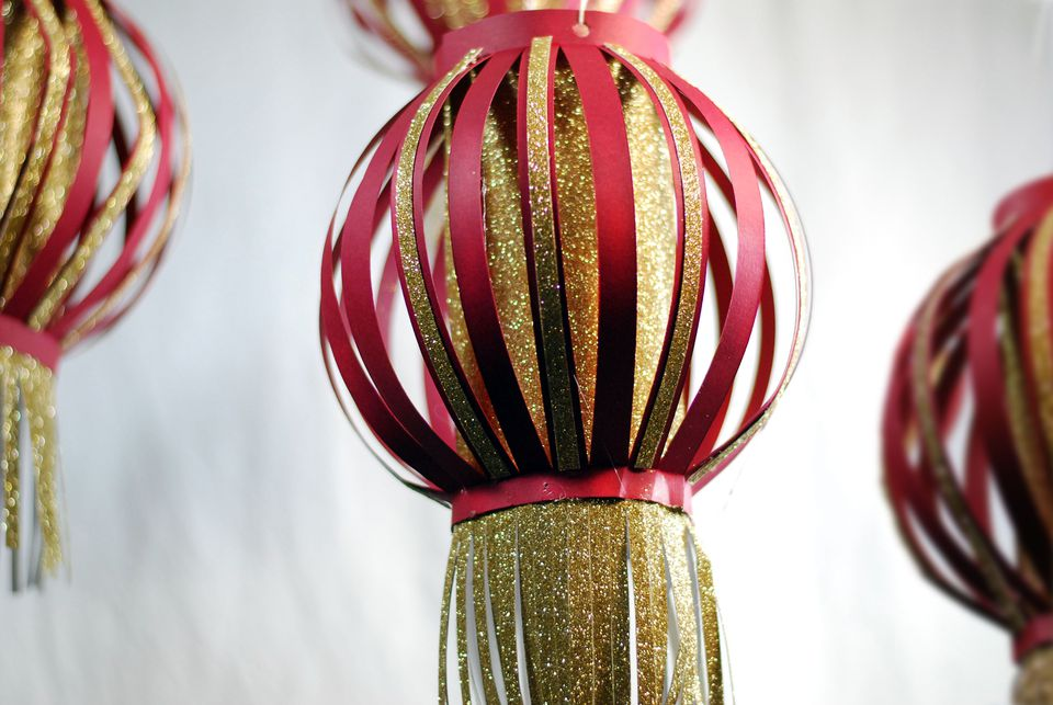 How to make a chinese paper lantern from craft paper for How to build a chinese lantern