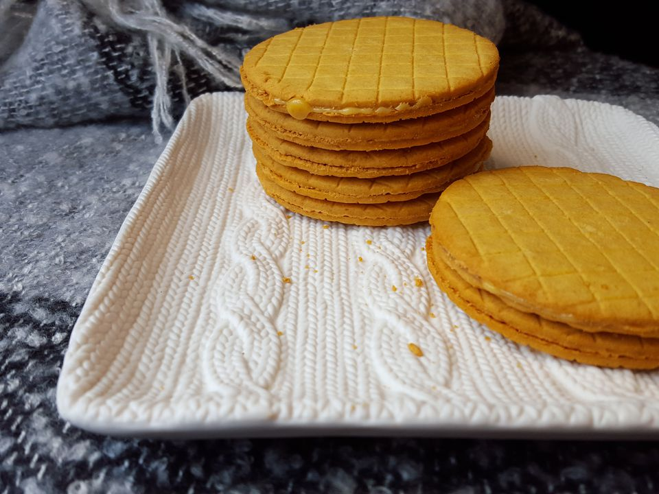 Dutch stroopkoeken cookies arranged on a plate.
