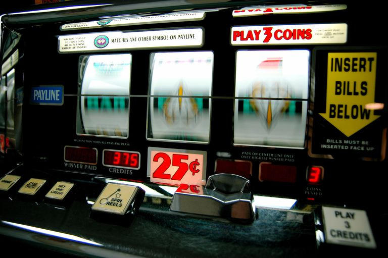 Slot machine with reels spinning