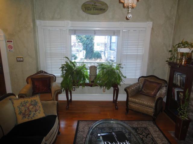 Villa Toscana Guest House living room