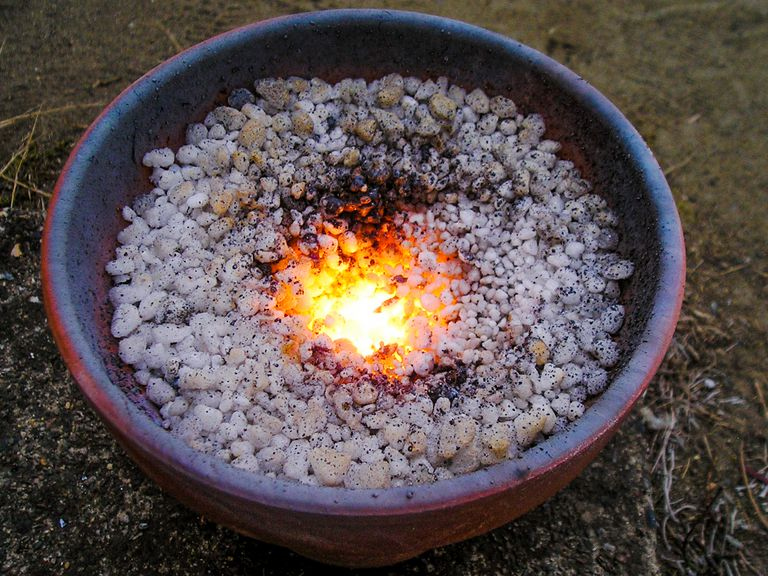 Under the right conditions, iron metal can burn via the thermite reaction.