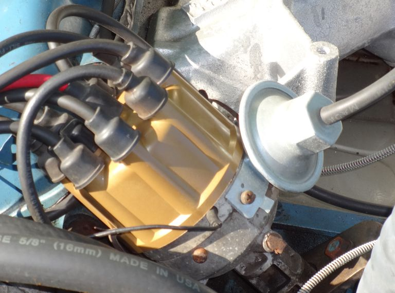 Muscle car vacuum advance distributor