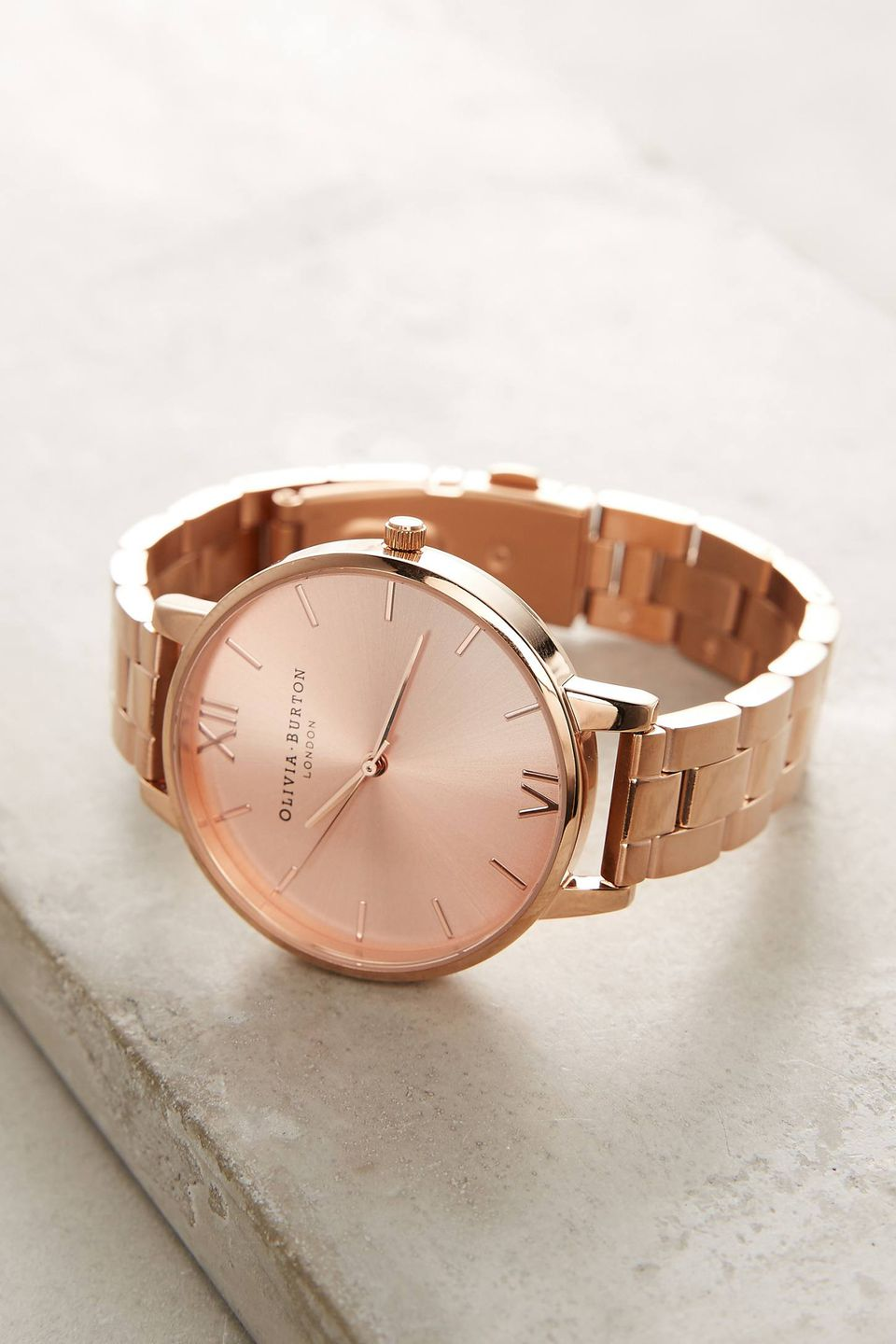 Rose gold jewelry and accessories on trend