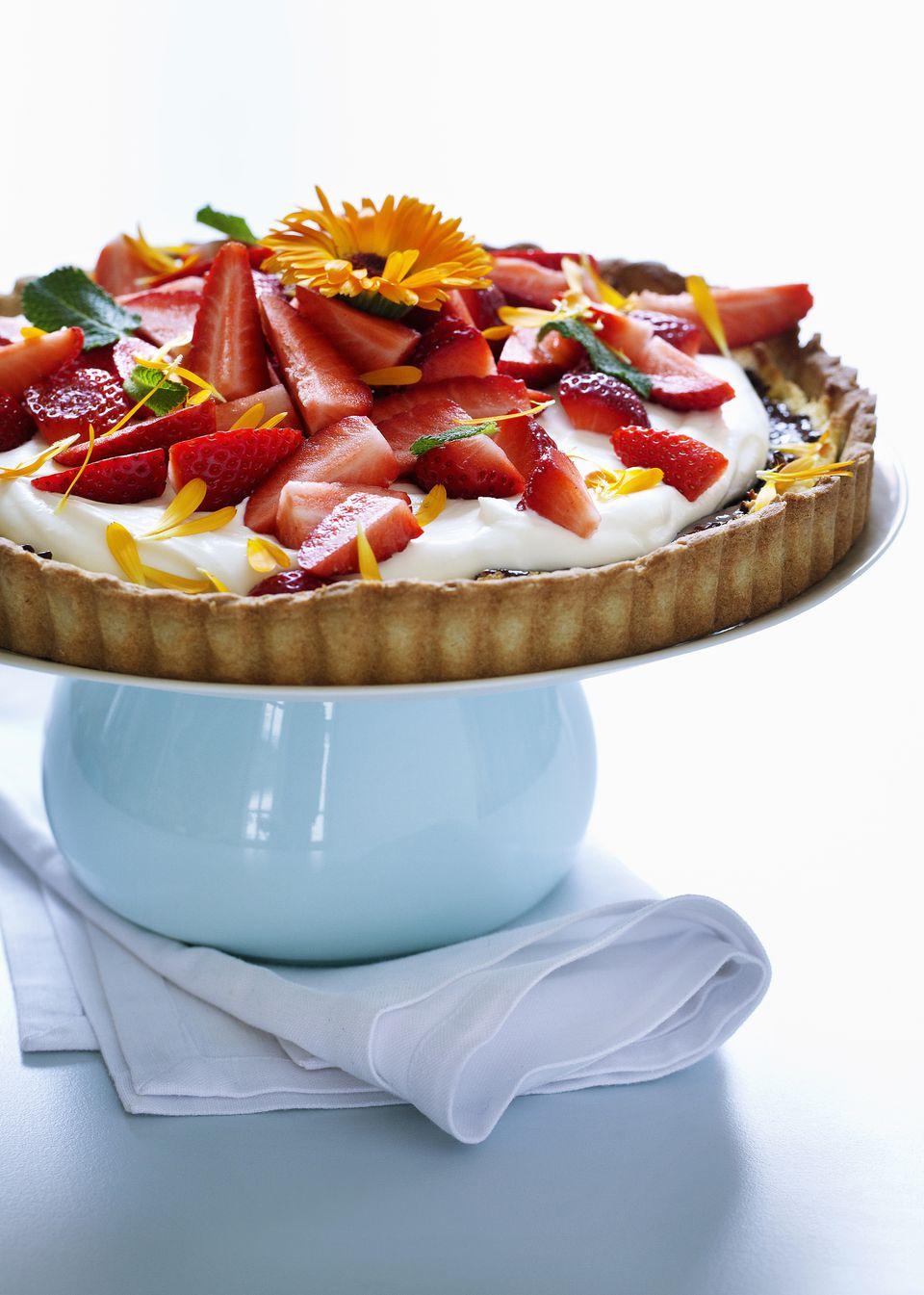 Macerated strawberries tart