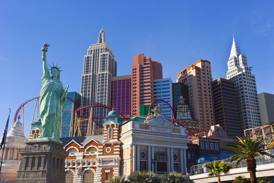 A look at las vegas attractions at each hotel for Must see nyc attractions