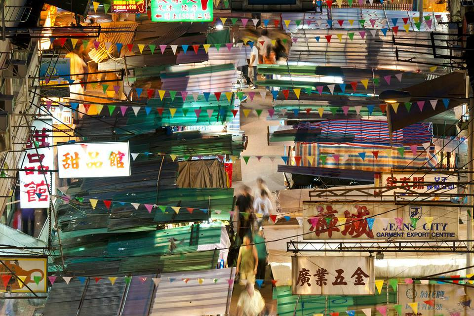 Stalls on Temple Street Night Market