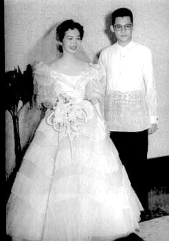 Wedding pic of Ninoy and Corazon Aquino, who were both 21-year-old law students in Manila