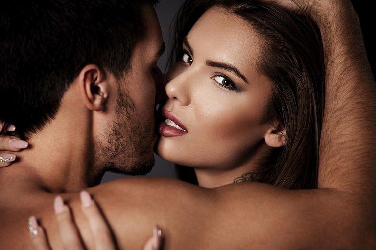 Mujeres y hombres fingen en el sexo