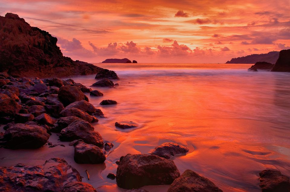 Sunset on Manual Antonio beach.
