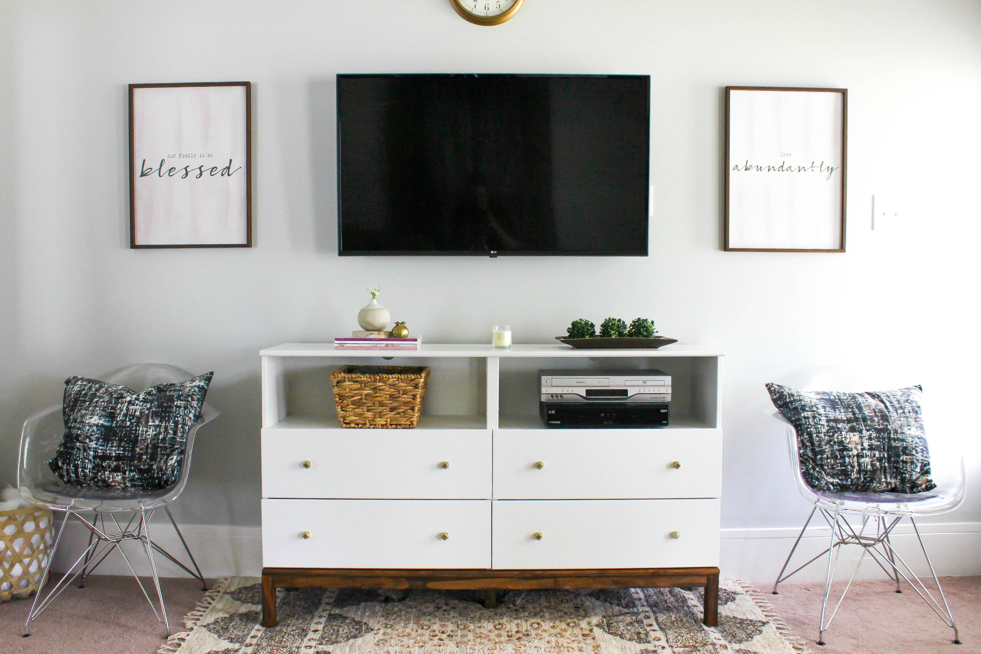 7 diy tv stands that hide ugly cable boxes and wires for Table lamp next to tv