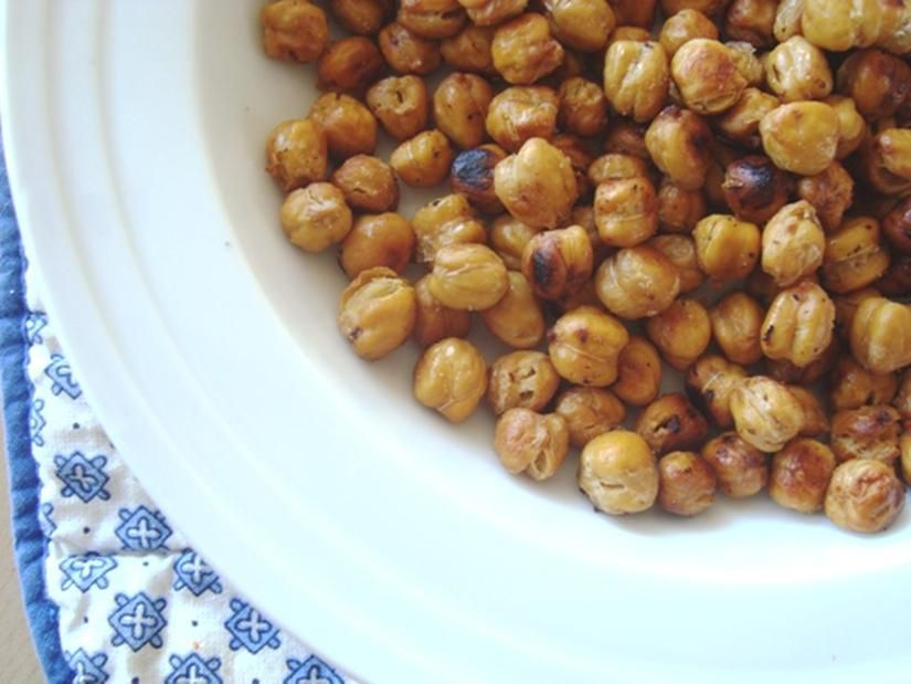 Homemade oven-roasted chickpeas make a great vegetarian and vegan snack!
