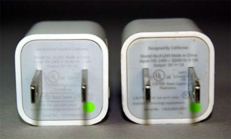Cargador original, y cargador falso de Apple
