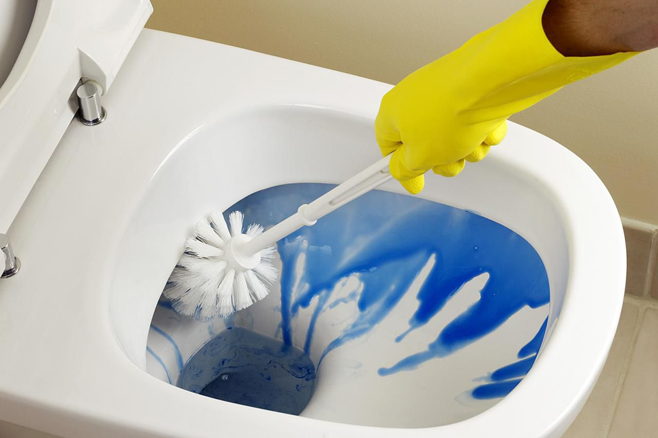 Clean a toilet the right way for How to clean a bathroom step by step
