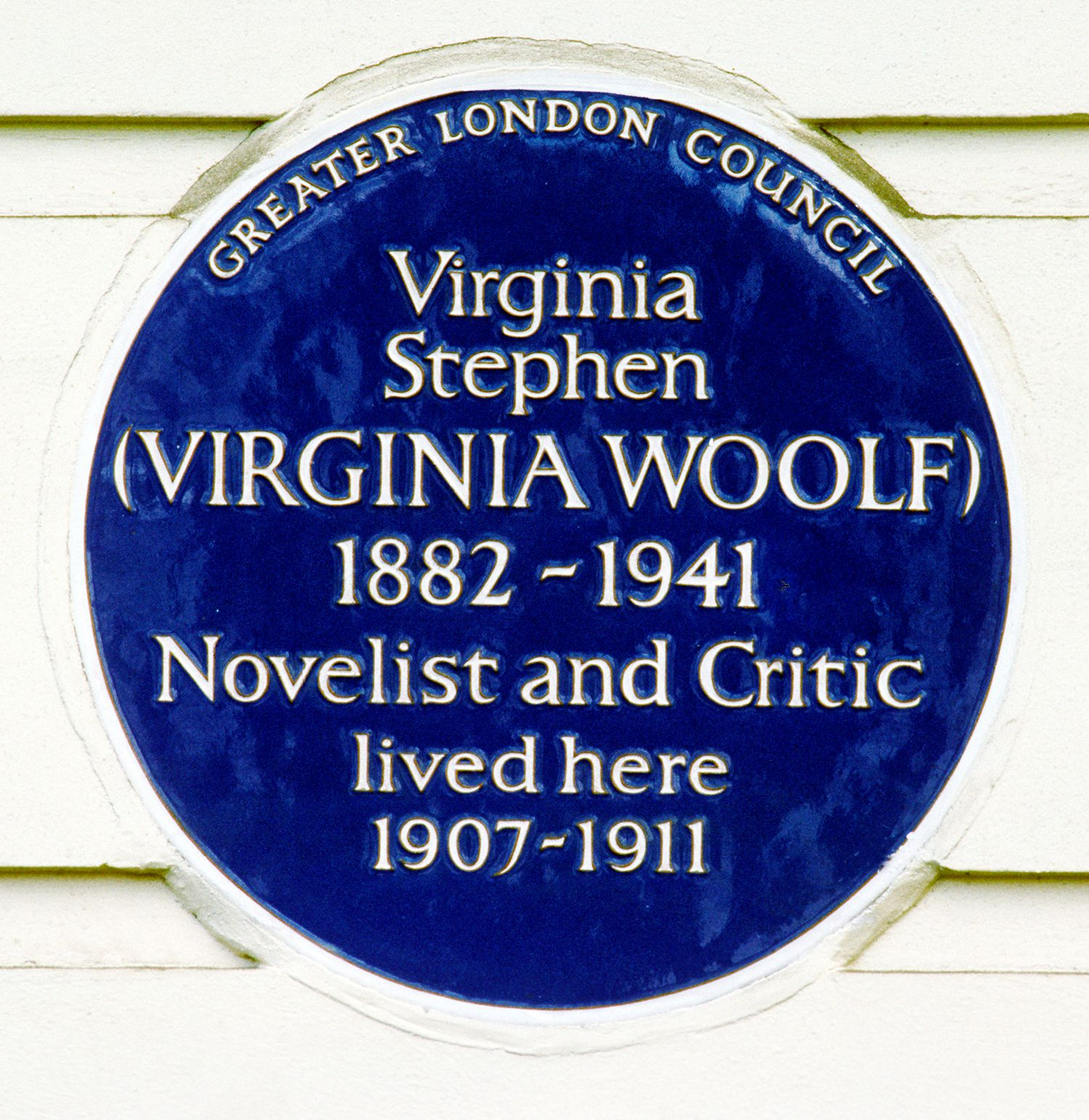 street haunting Explore 'street haunting, an essay by virginia woolf', on the british library's website.