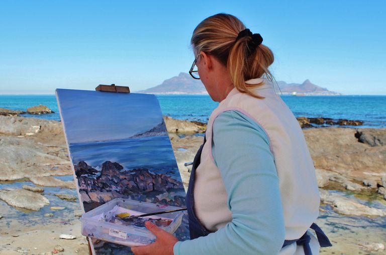 An artist panting the ocean