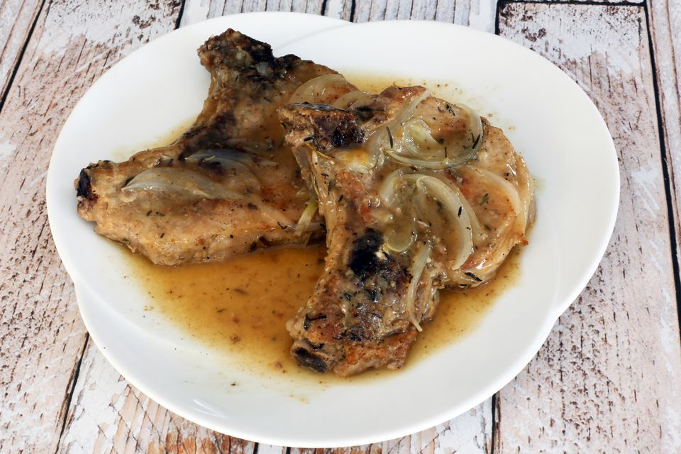 Pork Chops With Wine and Rosemary