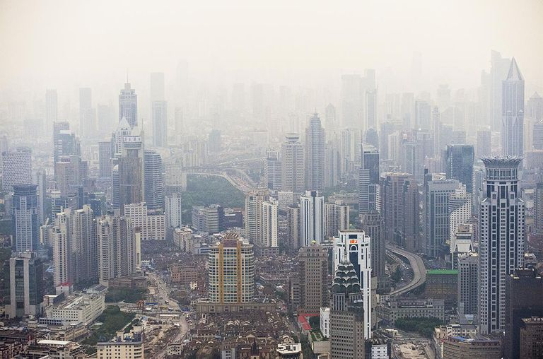 A smoggy view of the Shanghai Skyline
