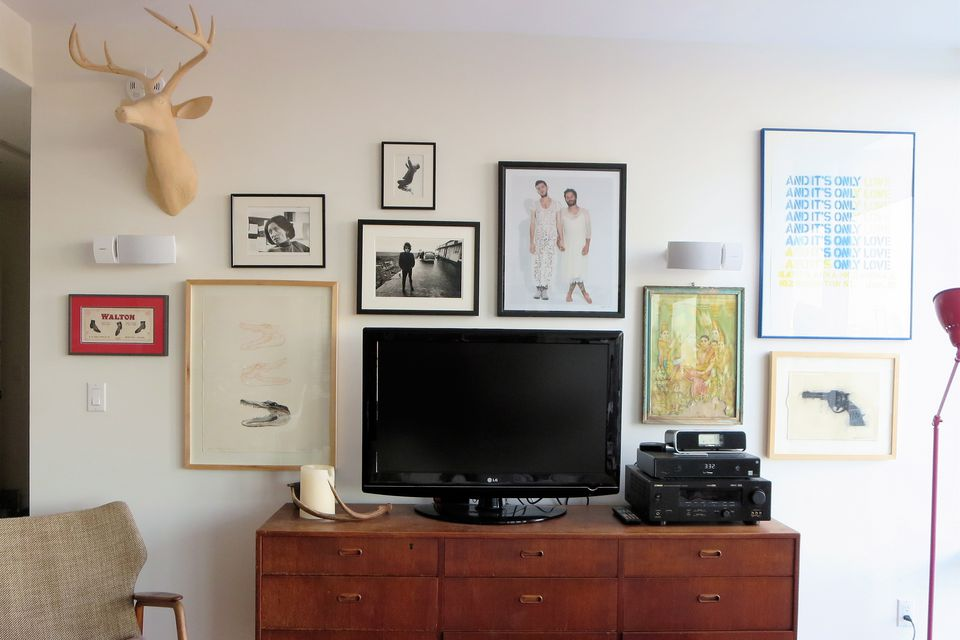 Your ultimate guide to hanging wall art and photos like a pro for What to hang on wall above tv