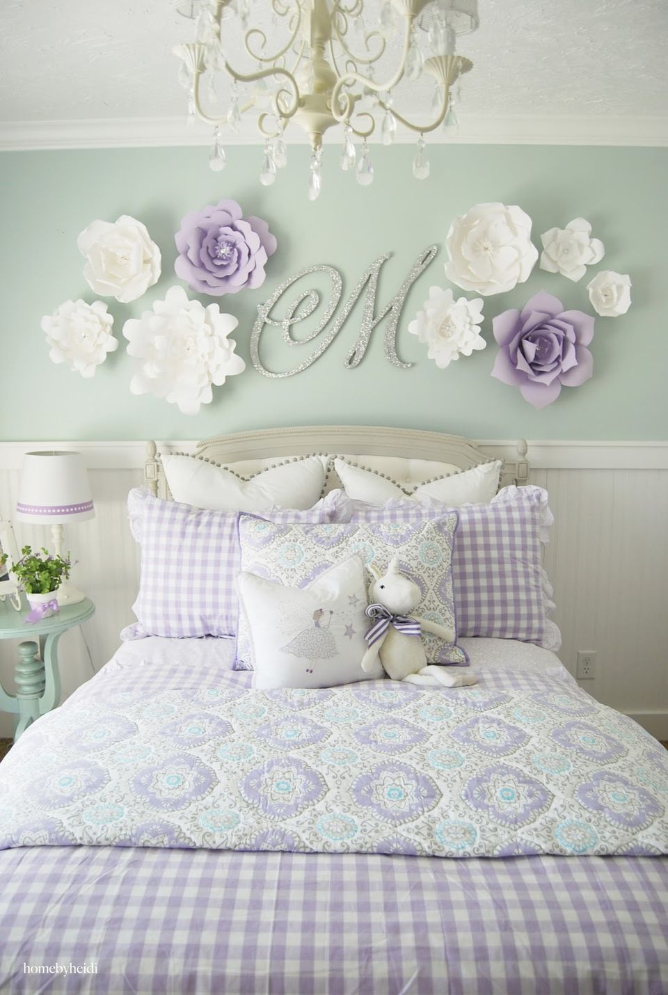 Paper flower wall decor for girl s room. 24 Wall Decor Ideas for Girls  Rooms