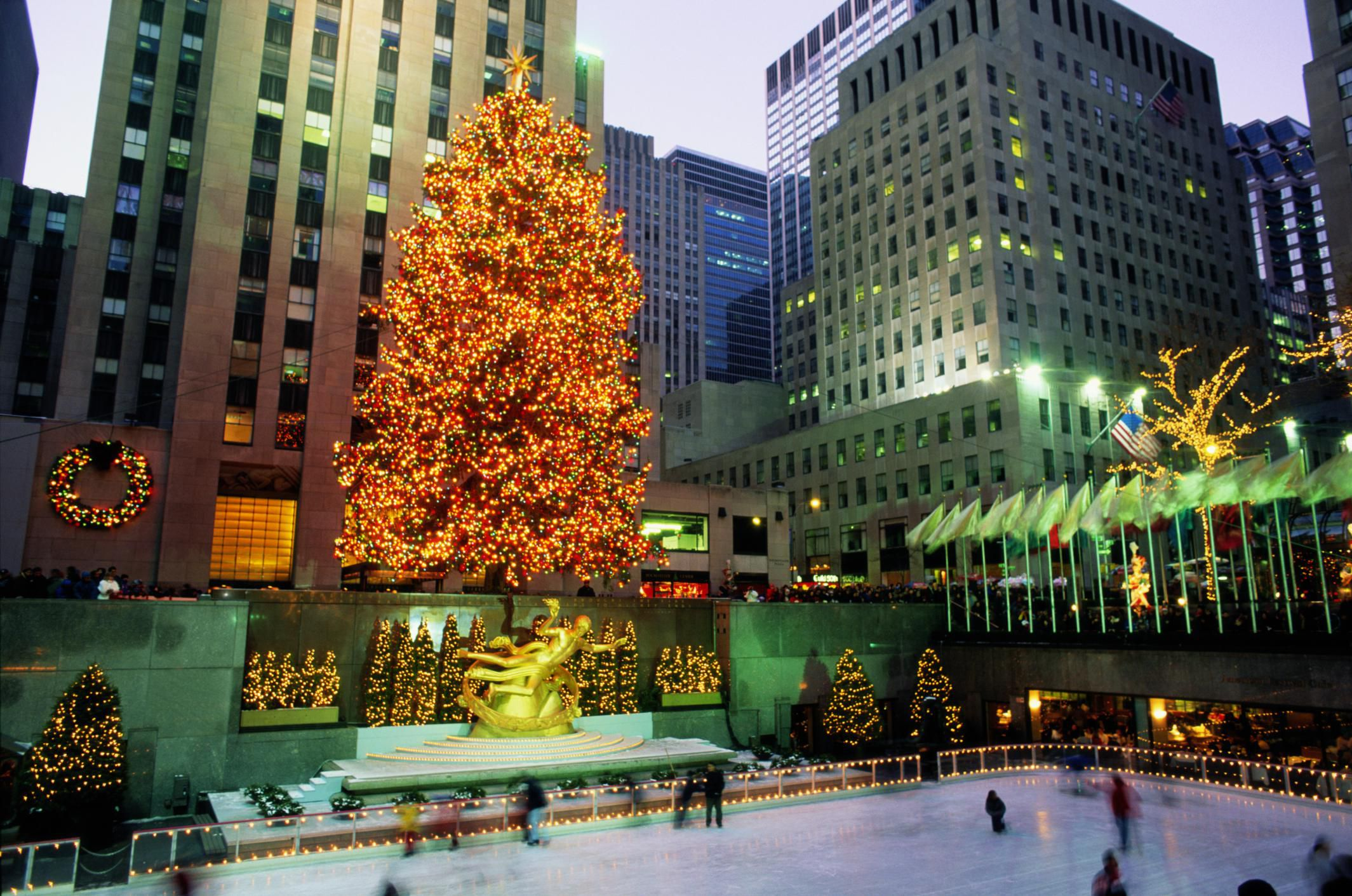 When does new york christmas decorations go up for New york in christmas 2017