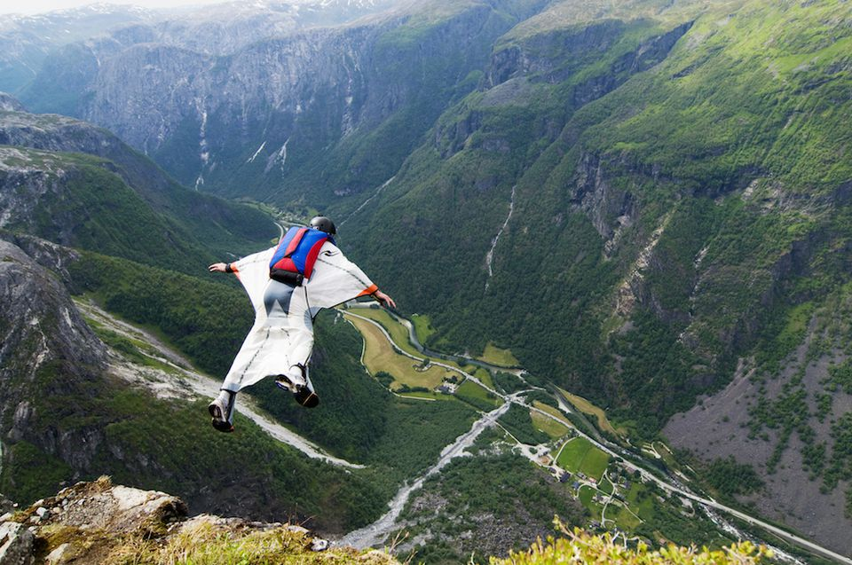 BASE jumping and wingsuit flying