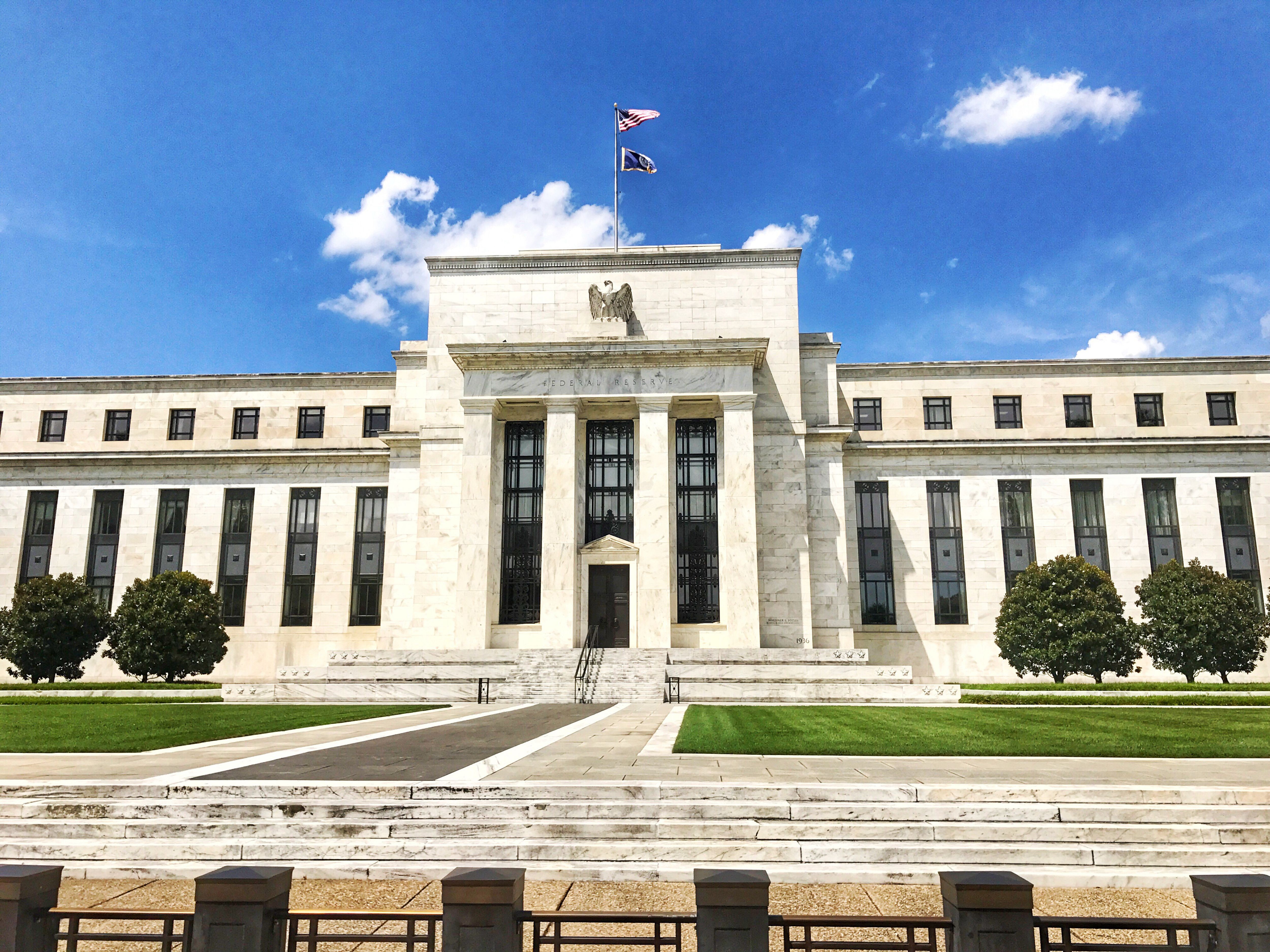 how does the federal reserve control Most banks are not members of the fed the fed's control of reserve  requirements thus extended to only a minority of banks the 1980 act required  virtually all.
